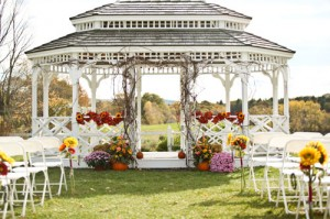 A class New England Wedding isn't complete without rolling meadows.
